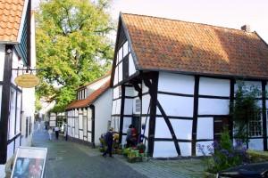 Schiefe Haus-toepferei-Teckelnburg.jpg