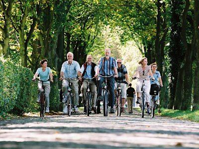 E-bike nordkirchen-radelgruppe_allee1_klein©Muensterland e.V._Kai Schenk